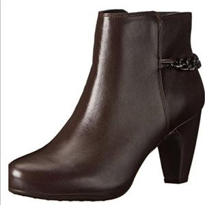 NEW Easy Spirit Parilynn Brown Boots. Size 6.5